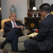 Mr. Castellanos discussing matters of importance with Mayor Giuliani